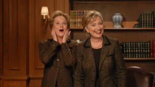 Hillary Clinton aux côtés de l'actrice qui l'incarne dans Saturday Night Live en 2008.