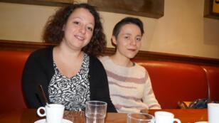 Maureen Roussel (droite) et Caroline Langlade sont toutes deux rescapées de l'attaque du Bataclan, le 13 novembre 2015.