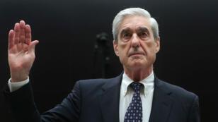 L'ex-conseiller spécial Robert Mueller prête serment au Congrès à Washington, le 24juillet.
