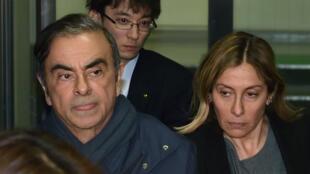 Carlos Ghosn et sa femme, Carole, à la sortie du bureau de leur avocat, le 3avril2019 à Tokyo.