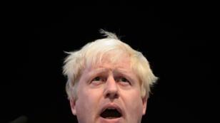 En esta foto de archivo tomada el 29 de septiembre de 2014, el entonces alcalde de Londres, Boris Johnson, se dirige a los delegados en una reunión paralela en el segundo día de la conferencia anual del Partido Conservador Británico en Birmingham.