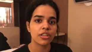 La Saoudienne Rahaf Mohammed al-Qunun affirme vouloir fuir les abus psychologiques et physiques de sa famille.