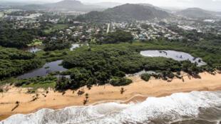 Vue aérienne de Cayenne, chef-lieu de la Guyane avec 56 000 habitants.