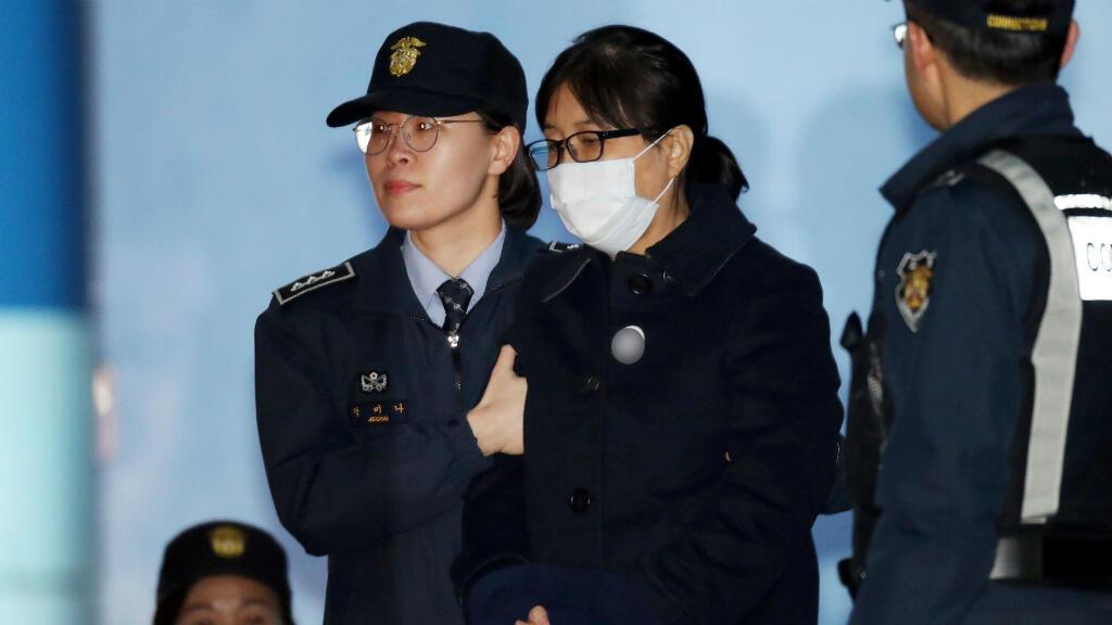 Choi Soon-sil, tras ser sentenciada a 20 años de cárcel en Seúl, Corea del Sur, el 13 de febrero de 2018.