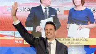 Rafal Trzaskowski, candidat de l'opposition libérale à la mairie de la Plateforme civique (PO) polonaise, annoncé comme vainqueur, dans la capitale polonaise, à Varsovie, le 21 octobre 2018.