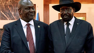 South Sudanese President Salva Kiir (R) shakes hands with First Vice President Riek Machar in 2020