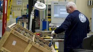 Un employé de General Electric, à Belfort, en 2011.