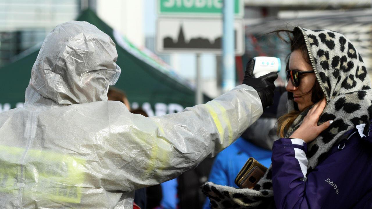 Las autoridades alemanas están tomando controles de temperatura a las personas que cruzan la frontera entre Alemania y Polonia, el 15 de marzo de 2020.
