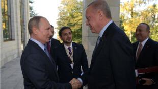 Les forces russes ont franchi l'Euphrate dans le cadre d'un accord passé entre Vladimir Poutine et Recep Tayyip Erdogan.