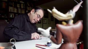 Marcel Gottlieb, plus connu sous son nom d'artiste Gotlib, dans son atelier parisien, le 4 mai 2005.