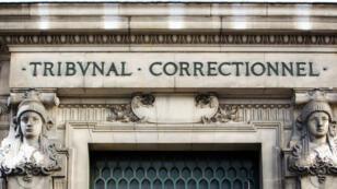 Douze personnes sont jugées au tribunal correctionnel de Paris pour escroquerie au marché du carbone.