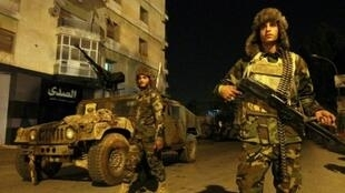 عناصر من الجيش الوطني الليبي خلال دوريات شرق بنغازي في 7 شباط/فبراير 2018.