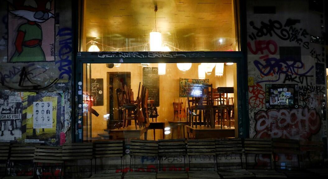 Archivo-Vista de un bar cerrado en el distrito de Kreuzberg durante el brote de Covid-19, en Berlín, Alemania, el 20 de marzo de 2020.