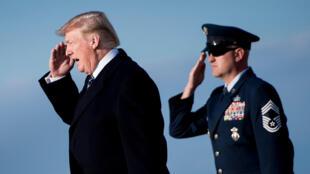 Donald Trump arrive à la base aérienne d'Andrews, dans le Maryland, le 25 mars 2018.