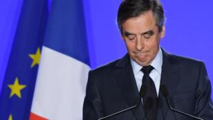 """François Fillon maintient sa candidature à l'élection présidentielle en raison du """"calendrier diabolique""""."""