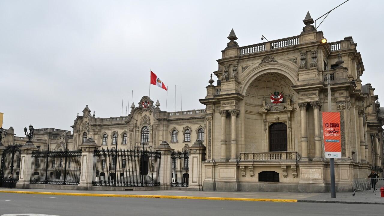 Archivo-Vista general del Palacio de Gobierno un día después de que el presidente peruano Martín Vizcarra disolviera el parlamento. En Lima, Perú, el 1 de octubre de 2019.