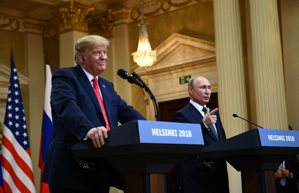 الرئيس الأمريكي دونالد ترامب ونظيره الروسي فلاديمير بوتين في مؤتمر صحفي في هلسنكي