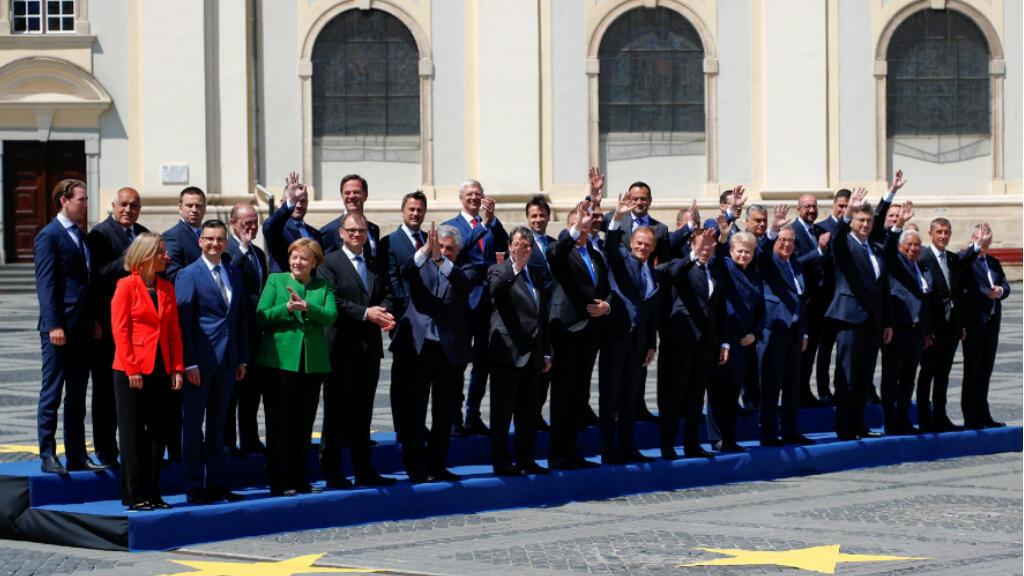 Los líderes de la Unión Europea posan para una foto de familia durante una cumbre en Sibiu, Rumanía, el 9 de mayo de 2019.