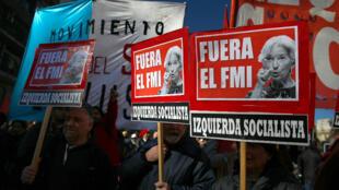 Manifestation en juillet 2018 à Buenos Aires contre le FMI et sa directrice, Christine Lagarde.