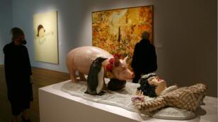 """La sculpture """"Fait d'hiver"""" de Jeff Koons, à la maison de vente aux enchères Christie's avant sa mise en vente pour 4,7 millions de dollars, le 12 novembre 2007."""
