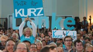 أنصار المحافظ سيباستيان كورتز بعد إعلان نتائج استطلاعات الرأي في فيينا، 29 سبتمبر/ أيلول 2019.