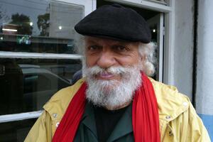 Abderrahmane,61 ans, est professeur à l'École des Beaux-arts d'Alger depuis une trentaine d'années.