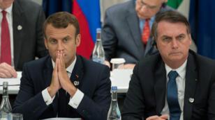 Les présidents français Emmanuel Macron et brésilien Jair Bolsonaro à Osaka, lors d'une rencontre du G20, le 28 juin 2019.