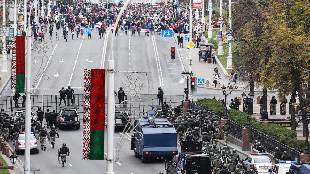 Fresh protests erupt in Belarus ahead of national strike ultimatum