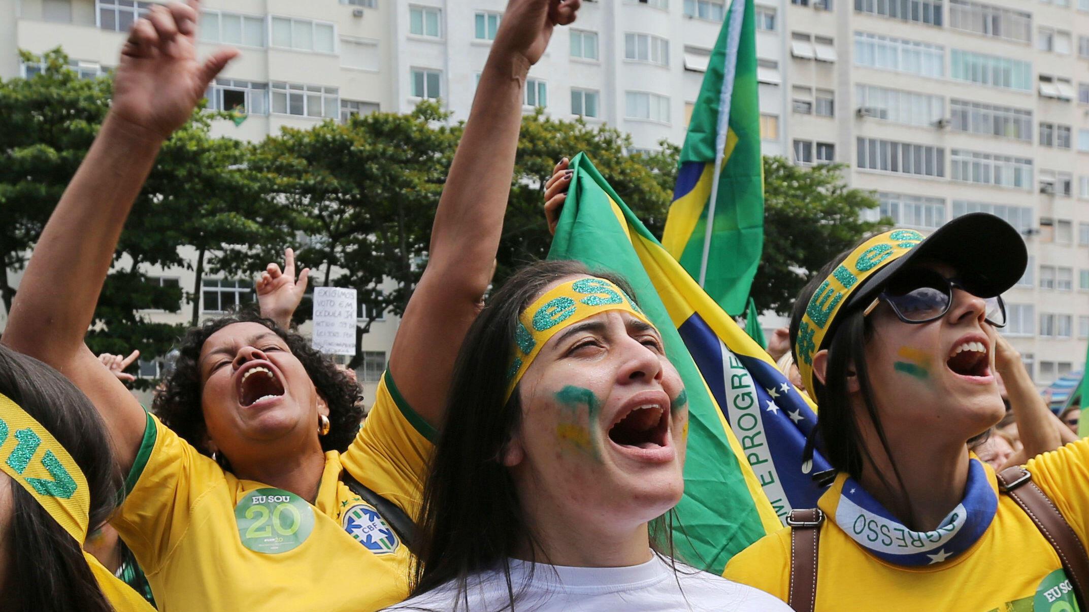 Seguidoras de Jair Bolsonaro se movilizan a favor del candidato de extrema derecha en Río de Janeiro. 23 de octubre de 2018.
