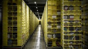 Un almacén robotizado de la empresa de distribución Amazon en Bretigny sur Orge, a unos 30 kilómetros al sur de París, en una imagen del 22 de octubre de 2019
