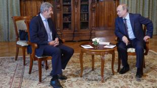 Philippe de Villiers et Vladimir Poutine le 14 août 2014 à Yalta