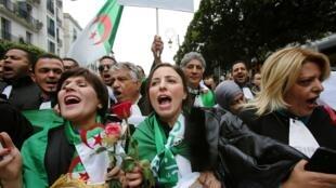 محامون يتظاهرون ضد الرئيس بوتفلقية بالجزائر العاصمة، 23 مارس/آذار 2019