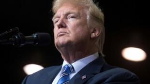 الرئيس الأمريكي دونالد ترامب يحضر تجمعا في ويست فيريجينا في 03 آب/اغسطس 2017