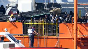 Le navire humanitaire L'Aquarius est arrivé à Valence, dimanche 17 juin, avec une centaine de migrants à son bord.