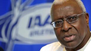 Lamine Diack, alors président de l'IAAF, lors d'une conférence de presse à Berlin le 14 août 2009.
