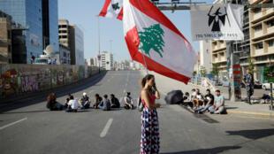 les manifestants bloquent des routes et autoroutes à Beyrouth, lundi 4 novembre 2019.