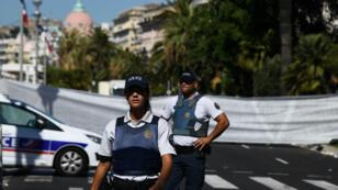La police niçoise sur le pied de guerre, quelques heures après l'attentat qui a frappé la ville.