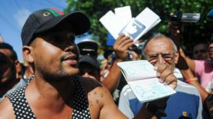 Las nuevas políticas migratorias que facilitarán la obtención de la ciudadanía de hijos de cubanos nacidos en el extranjero entrarán en vigor el 1 de enero de 2018 (Foto de archivo).