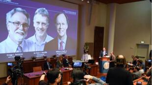 Thomas Perlmann, secretario general del Comité Nobel, anuncia los ganadores del premio Nobel de Medicina, en Estocolmo, el 7 de octubre de 2019.