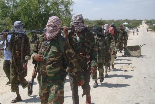 مقاتلون من حركة الشباب في احد احياء مقديشو في 5 آذار/مارس 2012