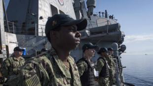Des marins américains sur le destroyer USS Donald Cook près de Chypre, le 11 avril 2018.