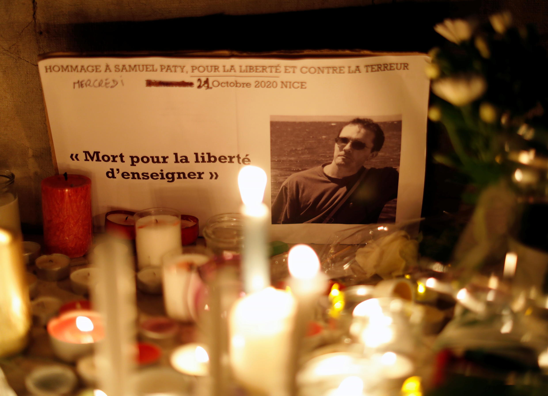 Francia homenaje al profesor de hisotria Samuel Paty en Niza el 21 de octubre tras ser decapitado a las afueras de París hace cinco días.