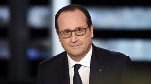 French President François Hollande poses prior to the start of an interview on French TV channel TF1, on November 6, 2014