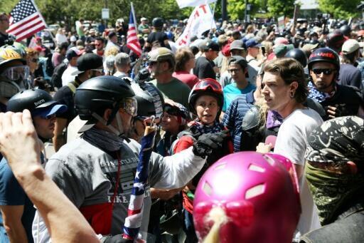Archivo: incidentes entre manifestantes de extrema derecha, militantes antifascistas y la policía el sábado 4 de agosto de 2018 en Portland, EEUU.