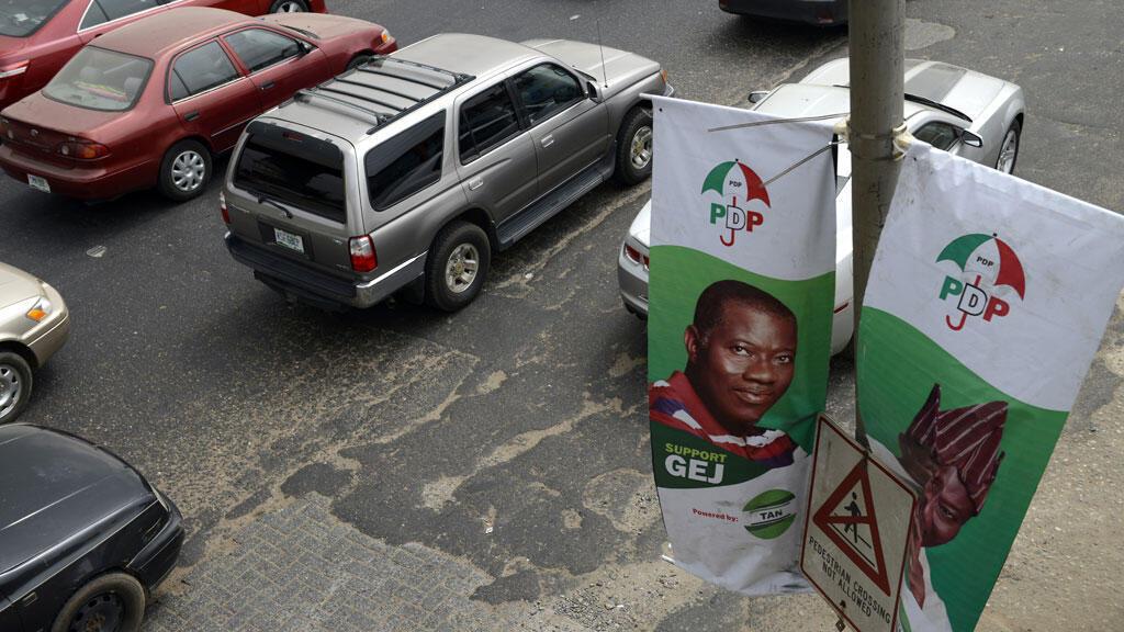 Des bannières de la campagne présidentielle de Goodluck Jonathan (droite) et du vice-président Namadi Sambo, à Lagos, le 20 janvier.