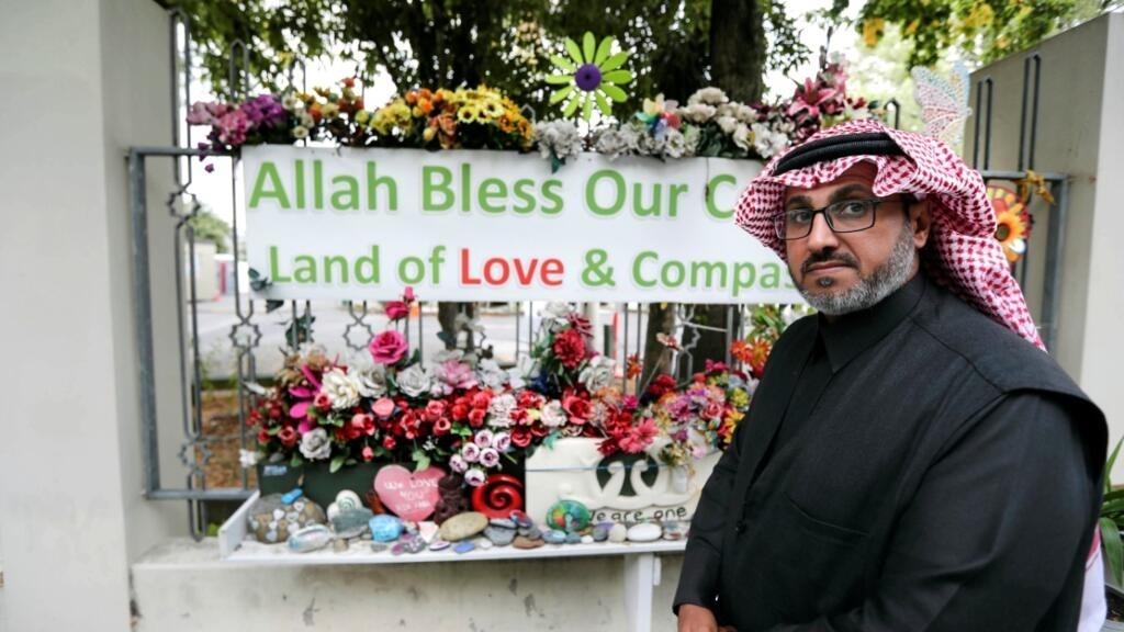 Archivo: Mushabab Aiban en la mezquita de Al Noor antes del aniversario de los ataques a la mezquita que tuvieron lugar el año anterior en Christchurch, Nueva Zelanda, el 13 de marzo de 2020.
