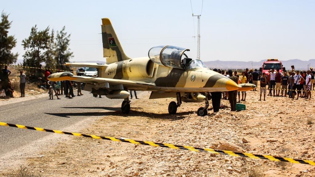 سلطات شرق ليبيا:  الطائرة الحربية التي حطت في تونس تابعة لقوات حفتر