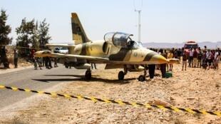 صورة الطائرة التابعة لقوات خليفة حفتر التي حطت في تونس،  22 يوليو/تموز 2019.