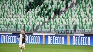 Le 8 mars, l'attaquant de la Juventus Cristiano Ronaldo et son équipe ont affronté Milan dans un stade vide, à Turin.