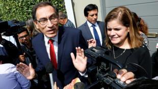 Martín Vizcarra (izquierda) podría asumir como nuevo presidente el viernes 23 de marzo